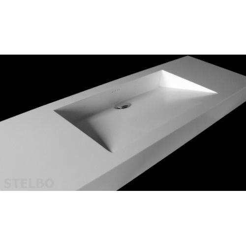 Hvid Corian håndvask med skrå bund og skjult afløb.